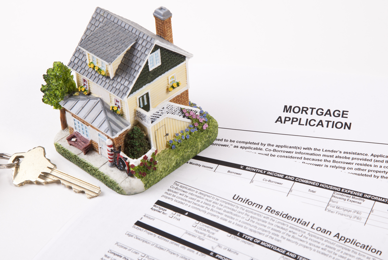 4 Things Lenders Consider When Looking At Your Application - Source Mortgage Centre - Mortgage Brokers Alberta - Featured Image