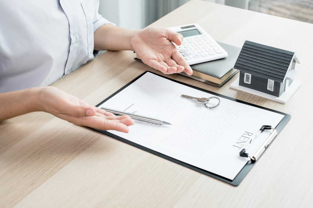 Working with a Broker: Is it Worth it? - Source Mortgage Centre - Mortgage Brokers Alberta - Featured Image